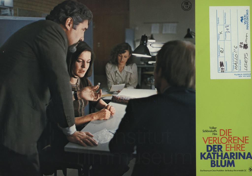 DIE VERLORENE EHRE DER KATHARINA BLUM // Werbung und Verleih / Aushangfoto 8