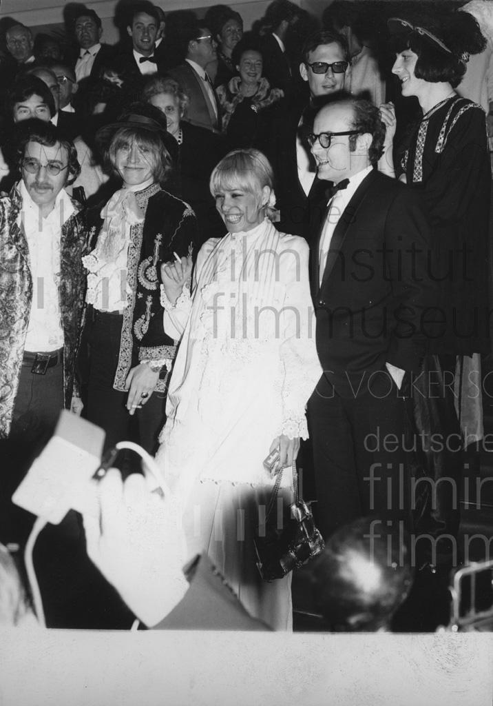 MORD UND TOTSCHLAG // Fotos / Preise und Veranstaltungen / Cannes 1967, 3